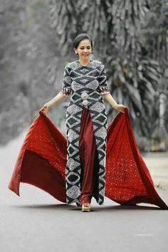 Cantik Thai Fashion, Muslim Fashion, Fashion Over 50, Hijab Fashion, Womens Fashion, Blouse Batik, Batik Dress, Mode Batik, Model Kebaya Modern