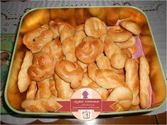 Easter cookies Greek Desserts, Greek Recipes, Sweets Recipes, Cooking Recipes, Pastry Cook, Greek Easter, Easter 2021, Easter Cookies, New Flavour