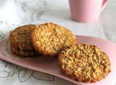 I biscotti con i fiocchi d'avena sono perfetti per una sana, genuina e buona colazione. Per chi vuole restare in forma, ma non rinunciare alla bontà dei biscotti questa è una ricetta da provare. Ottimi anche per la merenda accompagnati con un tè al bergamotto.