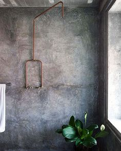 Tadelakt bathroom wall in concrete look products Concrete Shower, Concrete Bathroom, Copper Bathroom, Copper Shower Head, Concrete Kitchen, Bathroom Black, Concrete Floor, Bathroom Flooring, Interior Architecture