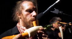 The Orchestra That Uses Vegetables For Instruments -  The Orchestra That Uses Vegetables For Instruments For over 18 years a troupe in Vienna has been making quirky instruments out of pumpkins carrots and other items you can find in the produce aisle. Fecha: September 23 2016 at 11:04AM via Digg: http://ift.tt/2ctcKhB - Sigueme en mi página de Facebook: http://ift.tt/1Unt1E1 - Etiquetas: Comico Curiosidades Digg Diversion Entretenimientos Funny Gracioso Guanare Venezuela Mascotas Ocio…