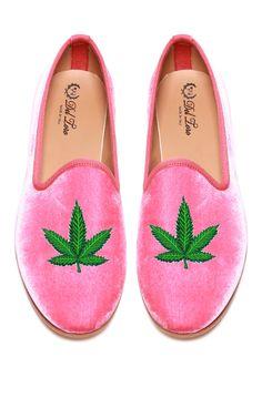 Jane-LEE Marijuana Weed Leaf House Slippers//Bedroom Shoes//Flat Shoes//Indoor Slippers