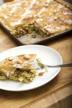Dit is een Marokaansgerecht : Pastila  Een krokante laag  Met groente en kip in de krokant laag.