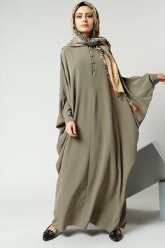 great for a hot day Pakistani Fashion Casual, Abaya Fashion, Modest Fashion, Fashion Dresses, Iranian Women Fashion, Islamic Fashion, Abaya Designs, Habits Musulmans, Abaya Mode
