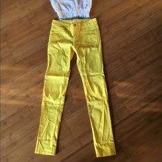 Joes jeans yellow skinny jeans size 00 Brand new joes jeans size 00 yellow skinny jeans. Have a little sketch to them. Super cute rolled up too. Joe's Jeans Pants Skinny