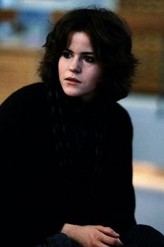 Ally Sheedy dressed all in black for her role as basket case, Allison Reynolds in The Breakfast Club 80s Movies, Funny Movies, I Movie, Allison Breakfast Club, Ally Sheedy Breakfast Club, Kurt Cobain, Brat Pack, Famous Movie Quotes, Film Inspiration