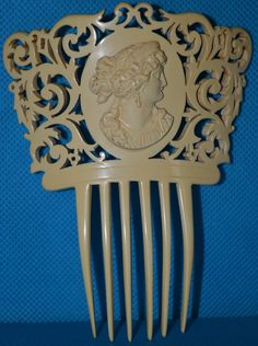 1800's Victorian celluloid hair comb. Large size celluloid hair comb with a center cameo surrounded by detailed Art Nouveau scroll work.