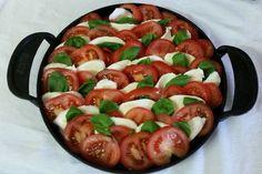 Warme Tomaten Mozzarella Pfanne vom Grill