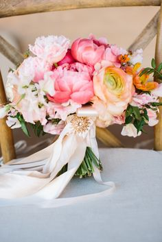 Gorgeous bouquet with flowers in shades of pink | Photography: Marianne Wilson Photography - mariannewilsonphotography.com