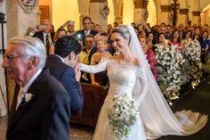 Noiva sendo entregue ao noivo