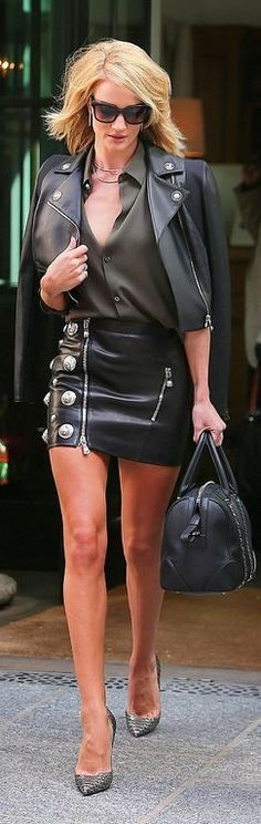 Who made Rosie Huntington-Whiteley's black leather skirt, jacket, gold jewelry, chain handbag, and snake pumps?