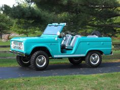 Restored 1966 Ford Bronco Roadster (With images) Classic Bronco, Classic Ford Broncos, Classic Trucks, Classic Cars, Vintage Trucks, Old Trucks, Pickup Trucks, Antique Trucks, Early Bronco
