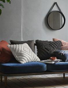 H&M Home : notre sélection déco à moins de 40 € - Elle Décoration Living Room Accents, H & M Home, Sofa, Couch, Living Room Interior, Home Collections, Decoration, Decor Styles, Cotton Canvas