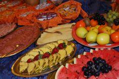 un dettaglio delle colazioni dell'Hotel Torino a Jesolo. La nostra clientela è veramente eterogenea, ed oltre ai deliziosi dolci, non si possono dimenticare affettati, uova, frutta fresca e molto altro. Curiamo tutti i particolari, persino il the si può scegliere fra una decina di gusti Hotel Breakfast, Did You Eat, Torino, Recipe Of The Day, Hot Dogs, Meals, Healthy, Ethnic Recipes, Meal