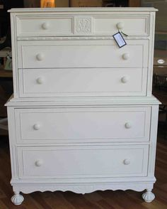 love the details on furniture, especially when painted 1930s Furniture, Painted Furniture, Unique Home Decor, Decorating Your Home, Rustic Decor, Farmhouse Style, Mid-century Modern, Classic, Ideas