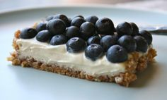 Blueberry tart with cashew lemon cream: now if only I had a tart pan I could get started on this :/