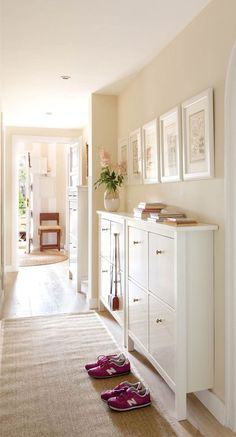 These IKEA built-in hack ideas will add tons of storage space to your home. The IKEA closet hack looks like a real built-in-closet, and you'd never guess the kitchen island is made of bookcases. Great storage ideas using IKEA hacks. Small Entryways, Small Hallways, Living Room Interior, Living Room Decor, Entrance Hall Decor, Narrow Hallway Decorating, Upstairs Hallway, Home Projects, Home Remodeling