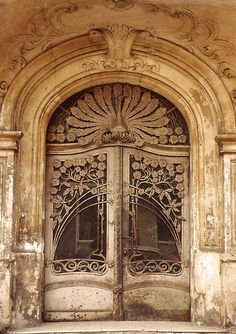 Art Nouveau door in Schöneberg, Berlin Live a luscious life with LUSCIOUS: www.myLusciousLife.com