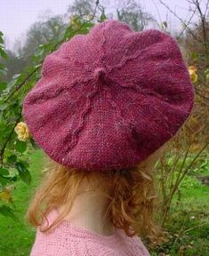 The yarn used is 50 gr / 105 m. hat for women drops design Bérêt Tam Knitting Patterns Free, Free Knitting, Crochet Patterns, Knitting Tutorials, Free Pattern, Crochet Beret, Knitted Hats, Contemporary Embroidery, Drops Design