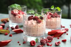 Rhubarb and raspberry mousse Candy Recipes, Dessert Recipes, Good Food, Yummy Food, Swedish Recipes, My Dessert, No Bake Desserts, Food Inspiration, Food And Drink