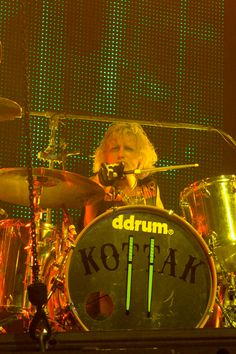 Scorpions on stage at the Zénith of Caen. The of April Quentin. Scorpions Live, Drummers, Stage, Movies, Movie Posters, Film Poster, Films, Popcorn Posters, Film Posters