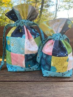 Drawstring Bag Pattern, Small Sewing Projects, Charm Pack, Christmas Fabric, Potpourri, Pattern Paper, Gift Bags, Zippers, Color Splash