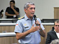 G1 - Governador José Melo substitui comandante da Polícia Militar do AM - http://anoticiadodia.com/g1-governador-jose-melo-substitui-comandante-da-policia-militar-do-am/