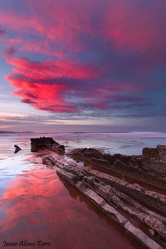Pink and blue  playa de Itzurun, en Zumaia, Guipúzca  Pais  Vasco