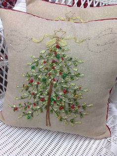 Top Tips and Tricks: Decorative Pillows Purple Etsy decorative pillows velvet.White Decorative Pillows Home Tours large decorative pillows guest bedrooms. Christmas Sewing, Christmas Embroidery, Noel Christmas, Christmas Pillow, Christmas Projects, Christmas Ornaments, Diy Cadeau Noel, Rustic Decorative Pillows, Diy Pillows