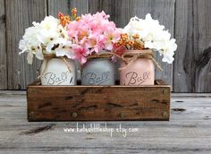 Rustic planter box with 3 painted mason jars home decor vintage grey cream peach table centerpiece . Country Decor, Rustic Decor, Vintage Decor, Rustic Planters, Painted Mason Jars, Home And Deco, Mason Jar Crafts, Planter Boxes, Wooden Diy