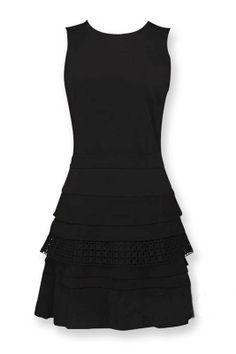 slim-fitting wrinkle short black dress