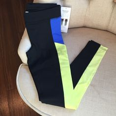 "Alo Ascendant Legging s Scuba inspired details, airbrush fit, side pockets and mesh ventilation. Small fits 27-28.5"" waist, 36.5-38"" hip, 32"" inseam. Black/surf blue/sunny lime. 81 nylon, 19 spandex. Machine wash, tumble dry. ALO Yoga Pants Leggings"