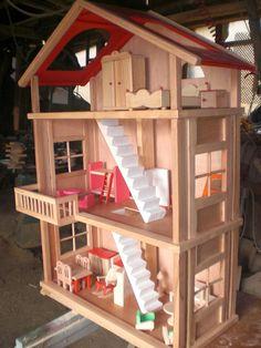 Ahsap oyun evi çalışması Wooden Dollhouse, Diy Dollhouse, Miniature Crafts, Miniature Dolls, Doll House Crafts, Barbie Furniture, Barbie House, Little Houses, Handmade Wooden