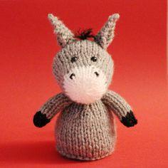 Knitting Pattern-EASTER PARADE fille avec du Chocolat Orange Couverture ou 15 cms jouet