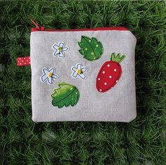 https://flic.kr/p/7BUiob | Strawberry pouch