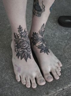 http://rebloggy.com/post/black-and-white-tattoo-foot-flower-tattoo-ankle/66213008732