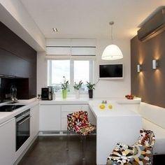 Большинство, тратят часы, выбирая идеальный диван или цвет для своей гостиной, но они забывают о важности освещения. Для хорошего освещения гостиной важно использовать различные виды светильников которые смогут дополнять друг друга, чтобы создать идеальную атмосферу.