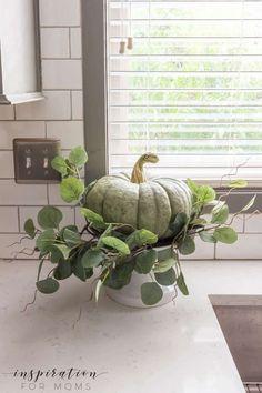 Outside Fall Decorations, Thanksgiving Decorations, Seasonal Decor, Rustic Thanksgiving, Fall Home Decor, Autumn Home, Modern Fall Decor, Fall Kitchen Decor, Kitchen Decorations