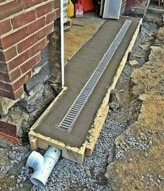 Gardens Discover back patio drainage Side of back room/yard So obvious but dont do it! Landscape Drainage, Yard Drainage, Gutter Drainage, Drainage Grates, Diy Garage, Garage Plans, Garage Workbench, Drainage Solutions, Drainage Ideas
