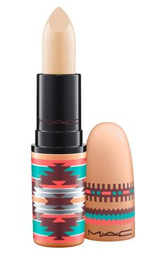 Formulated to shade, define and showcase the lips, this MAC lipstick is the ultimate essential.