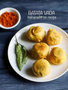 Batata Vada Recipe with step by step pics. Batata Vada is a fried potato stuffed fritter. Absolutely lip smacking delicious recipe of batata vada. Batata Vada, Maharashtrian Recipes, Indian Snacks, Pressure Cooking, Fritters, Starters, Snack Recipes, Curry, Potatoes