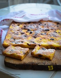 Sugar free, fat free simple apple cake with sultanas. A guilt free cake! http://www.mylittleitaliankitchen.com/sugar-free-fat-free-and-guilt-free-simple-apple-cake/