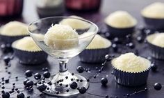 Kuličky rafaelo Sweet Recipes, Panna Cotta, Sweet Home, Pudding, Food And Drink, Ethnic Recipes, Desserts, Christmas, Pastries