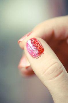 nail-art-designs-to-wear-on-navratri-04.jpg (584×886)