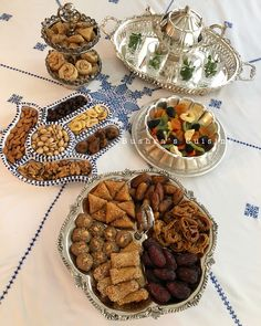 Petit-déjeuner marocain. Goûter marocain. Goûter à la marocaine. Présentation à la marocaine. Moroccan food. Moroccan breakfast. Moroccan tea. Baghrir. Couscous. Meloui. Olives. Tajine. Msemen. Rghayef. Dattes. Café. Harira. Tajine. Tagine. Plats marocains. Ramadan.