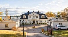 Karlsuddsvägen - up for sale! Classic Architecture, Architecture Design, Brick House Designs, Swedish House, Hamptons House, Sims House, Winter House, Scandinavian Home, Pool Houses