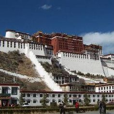 Oferta de viaje a China  El Tibet y la China Imperial (Vuelo no incluido)  13 días - 10 noches  Circuito de 13 días por China y el Tibet visitando Beijing, la Ciudad Prohibida, el Palacio de Verano, la Gran Muralla, el Parque Olimpico, el Mercado de la Seda, Xian, el Museo de Guerreros y Corceles, Lhasa y Shanghai. http://www.belydanaviajes.es/oferta/viaje/china/30201/el_tibet_y_la_china_imperial_vuelo_no_incluido