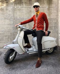 Quentin PlanchenaultさんはInstagramを利用しています:「Bretelles Albert Thurston et cravate 7 plis Howard's. #howards #howardsparis #albertthurston #sartorialist #sartorial #elegance #elegant…」 Retro Scooter, Lambretta Scooter, Vespa Scooters, Mod Fashion, School Fashion, Style Wish, Style Me, Volkswagen New Beetle, Classic Outfits
