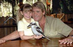Irwin with his dauther and a rare bird from outback Terri Irwin, Steve Irwin, Irwin Family, Crocodile Hunter, Bindi Irwin, Johnny Carson, Life Pictures, Life Pics, Fathers Love
