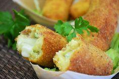 Le crocchette di patate ripiene sono uno sfizioso e graditissimo antipasto perfetto per tantissime occasioni. Ecco la ricetta ed alcune varianti